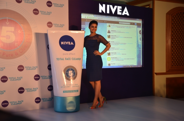 Parineeti Chopra unveils the microsite, where you can order your FREE SAMPLE of NIVEA Total Face Cleanup. www.just5mins.in