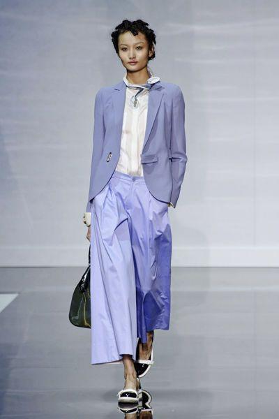 fashion-week-de-milan-la-jupe-culotte-lavande-emporio-armani-coup-de-coeur-printemps-ete-2014_4048599